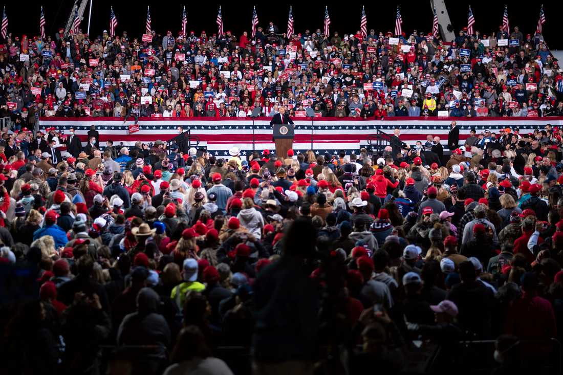 Tätt i publiken när Trump höll valmöte i Georgia.