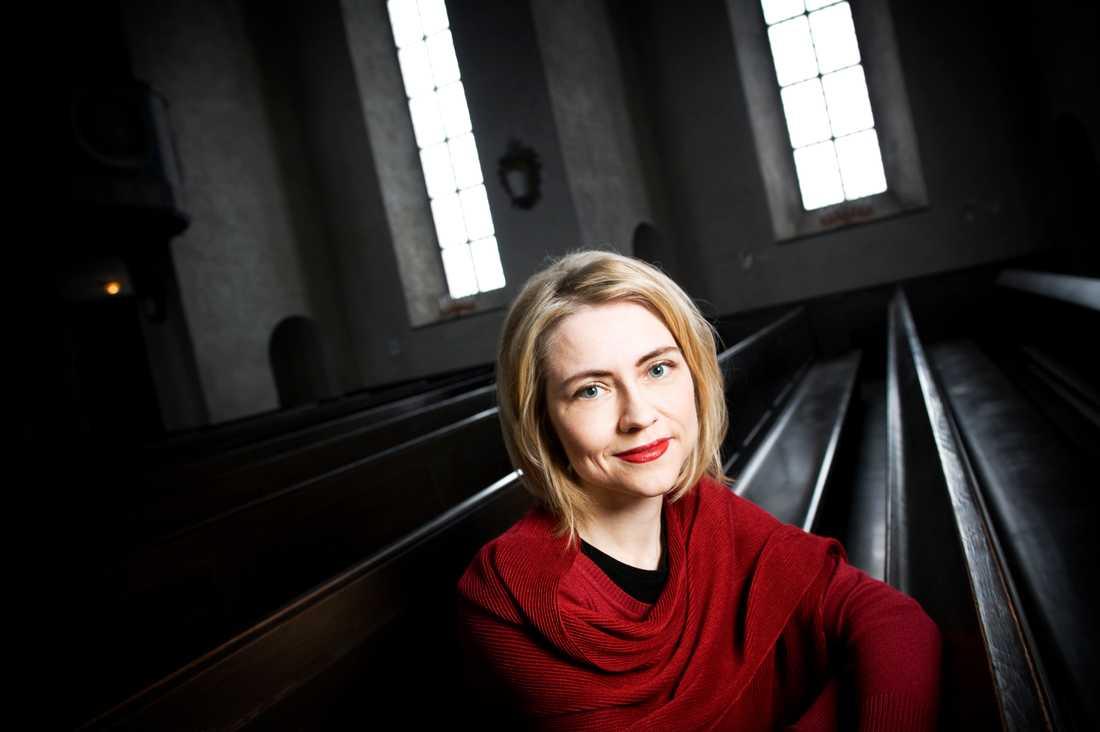 Jayne Svenungsson, teologiprofessor i Lund, har valts in som ny ledamot i Svenska Akademien. Hon efterträder Torgny Lindgren som avled i mars i år.