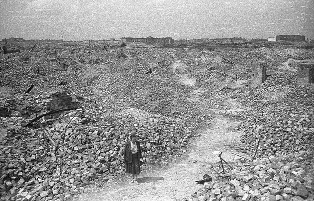 JÄMNADES MED MARKEN. När ockupationen av Warszawa gick mot sitt slut hade tyskarna raserat nästa hela staden, skriver Herman Lindqvist.