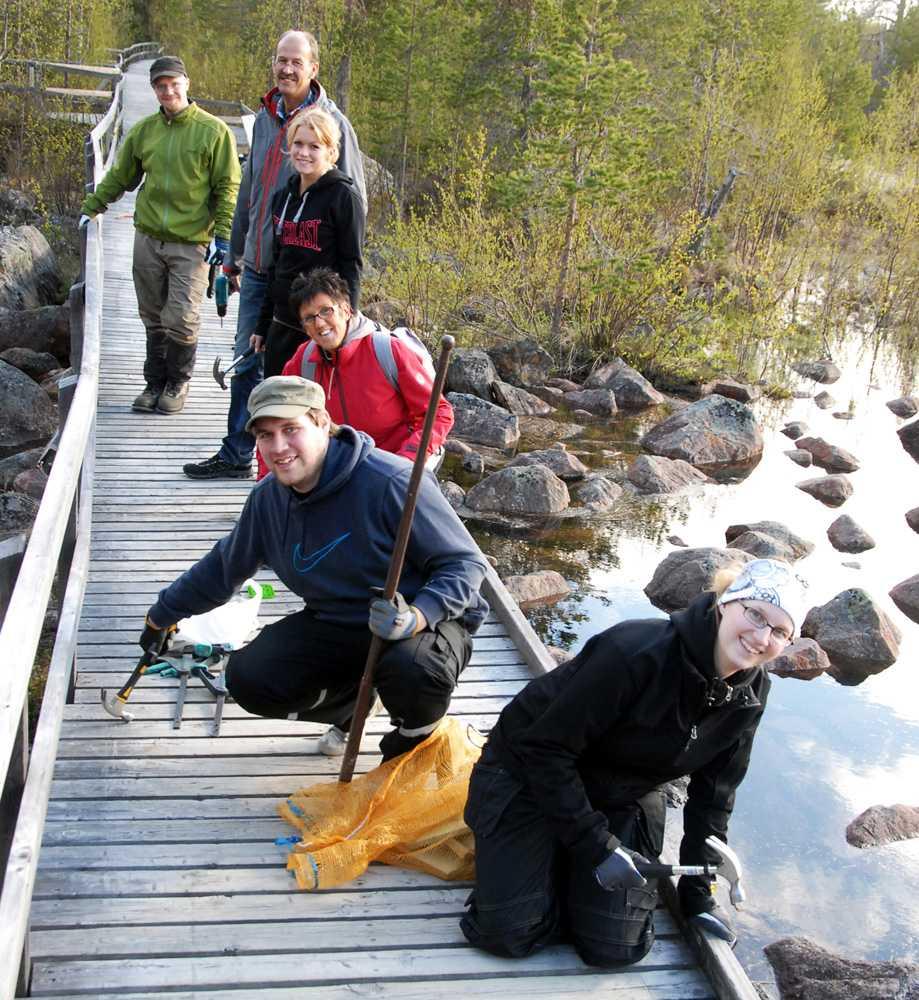 Samuel Öjbrandt, Ivan Karlberg, Elin Petersson, Eva Karlberg, Simon Larsson och Sarah Öjbrandt rycker in när Arjeplog kommun måste skära i budgeten.