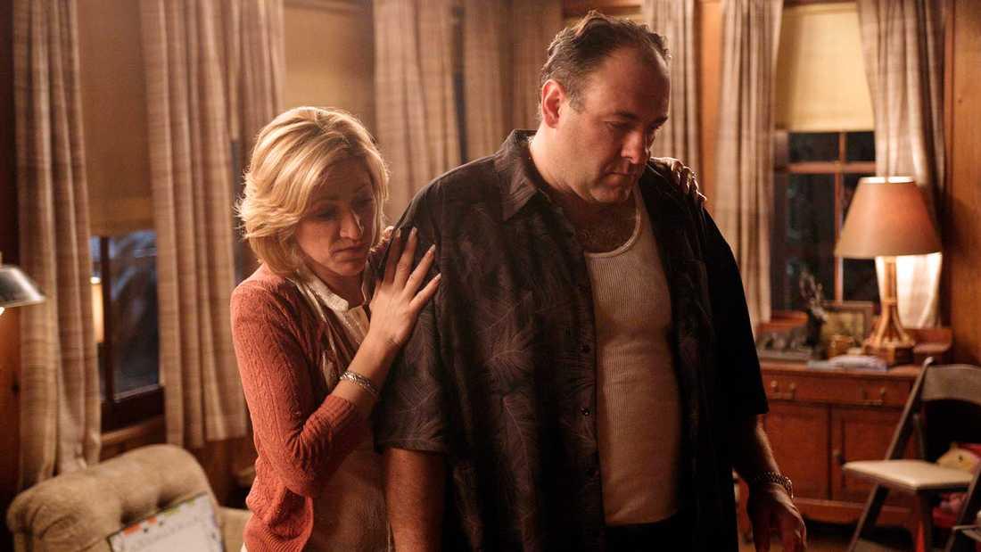 "Edie Falco som Carmela Soprano och James Gandolfini som Tony Soprano i ""The Sopranos""."