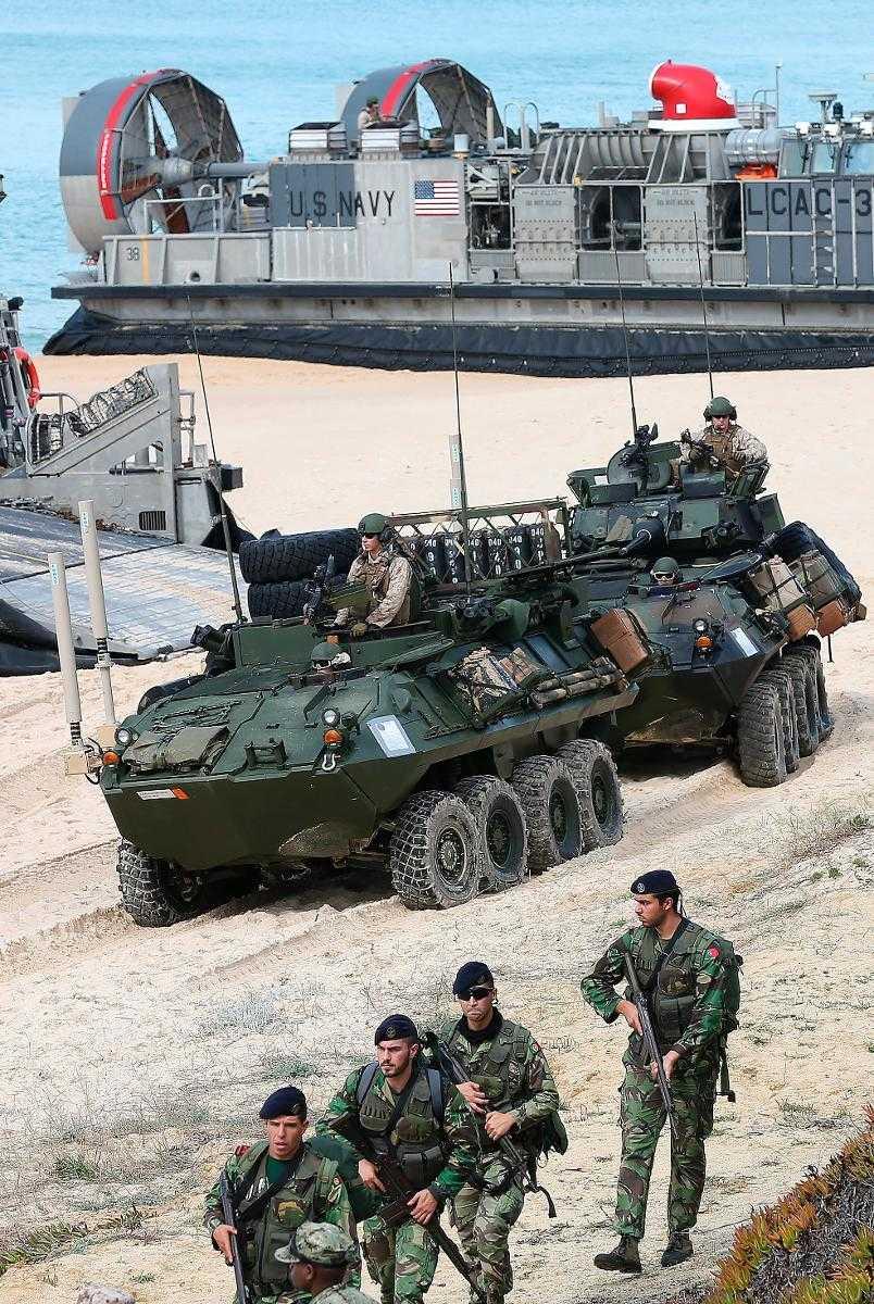 Några av de 36 000 Natosoldater som deltog i en övning i södra Europa.