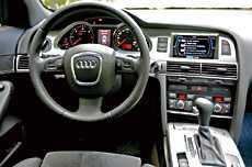Även i Audi Allroad sitter du mycket bra på förarplatsen. Det mesta av instrumenteringen sköts från ett reglage mellan framsätena - aningen krångligt.