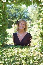 Yvonne Ekholm: Har skänkt pengar via SMS, och ska fortsätta med det varje månad.