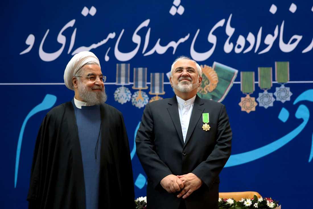 Irans president Hassan Rohani tillsammans med landets utrikesminister Javad Zarif. Arkivbild.