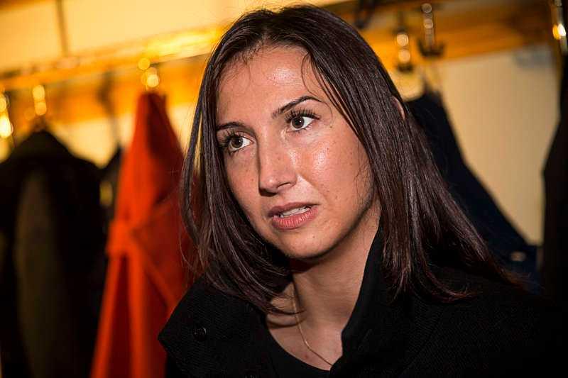 Med på planet fanns även gymnasie- och kunskapsministern Aida Hadzialic (S).