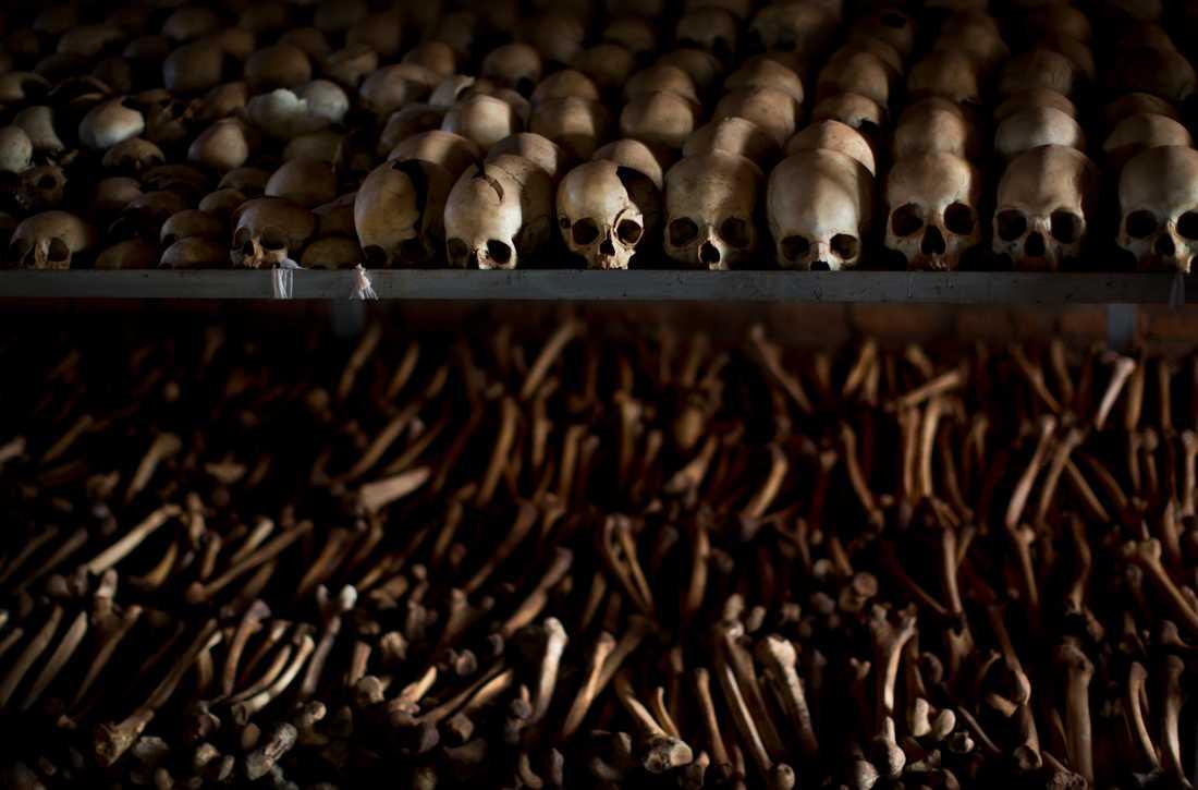 Kvarlevor från några av de uppskattningsvis 800000 människor som mördades. Arkivbild.