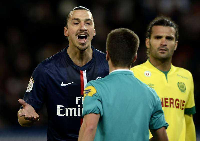ordbråk Zlatan Ibrahimovic är sällan rädd för att uttrycka sin åsikt till domarna. Det har Lyons tränare Hubert Fournier tagit fasta på i snacket inför kvällens toppmöte i franska ligan.Foto