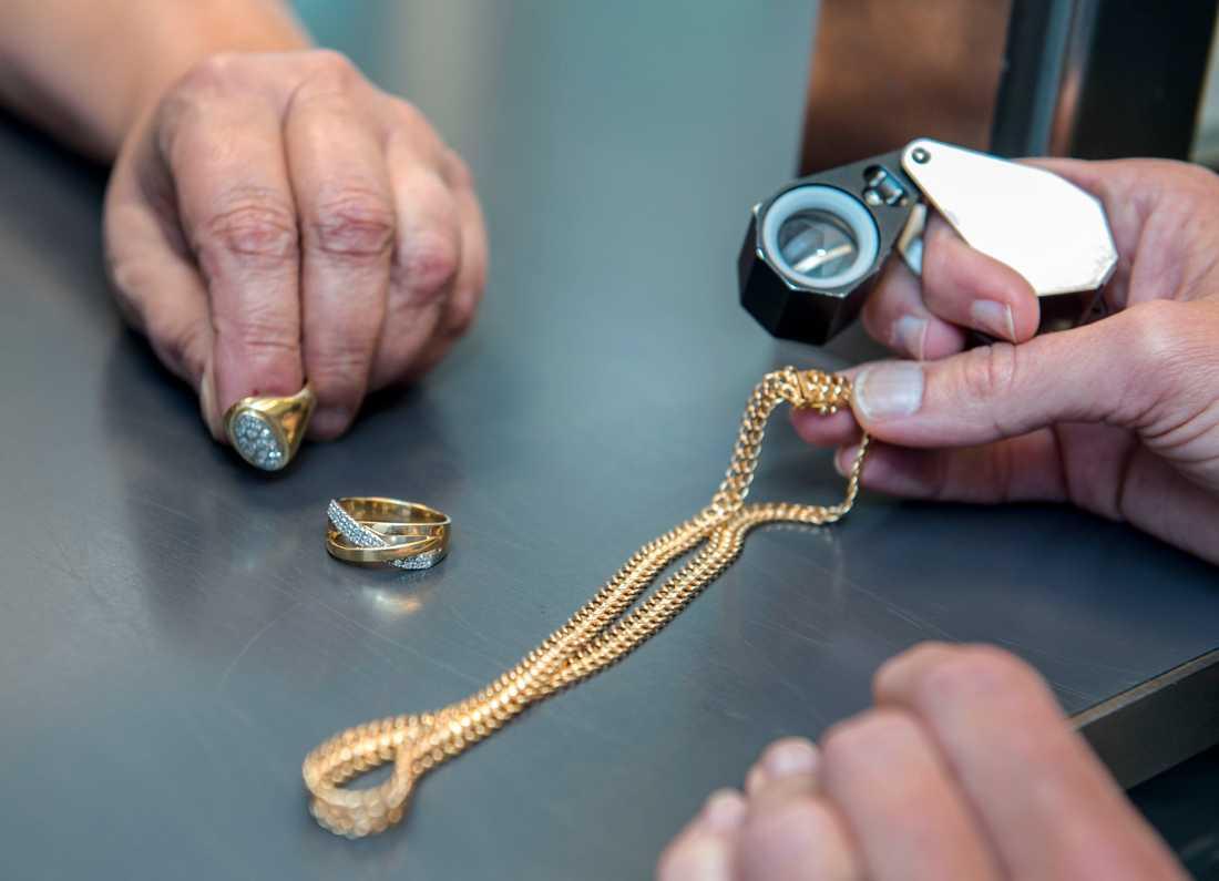 Intresset för att köpa guldsmycken på pantbank har varit stort under pandemin. Arkivbild.