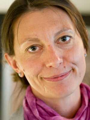 Lön: 27 400 kronor.  Duska Jansson, 36. Examen: Gymnasielärare allmänna ämnen, 11 år i yrket. – Attraktionskraften för yrket behöver öka. Viktigt yrke vars status måste höjas.