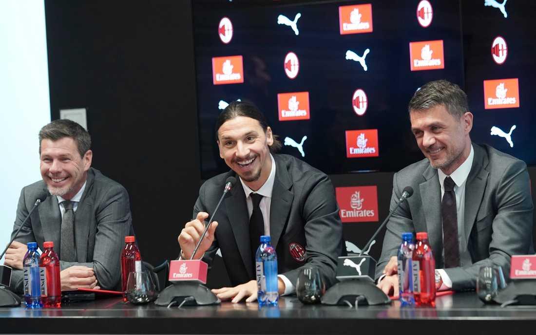 Boban, tv, och Maldini, th, flankerade Zlatan när svensken presenterades för Milan.