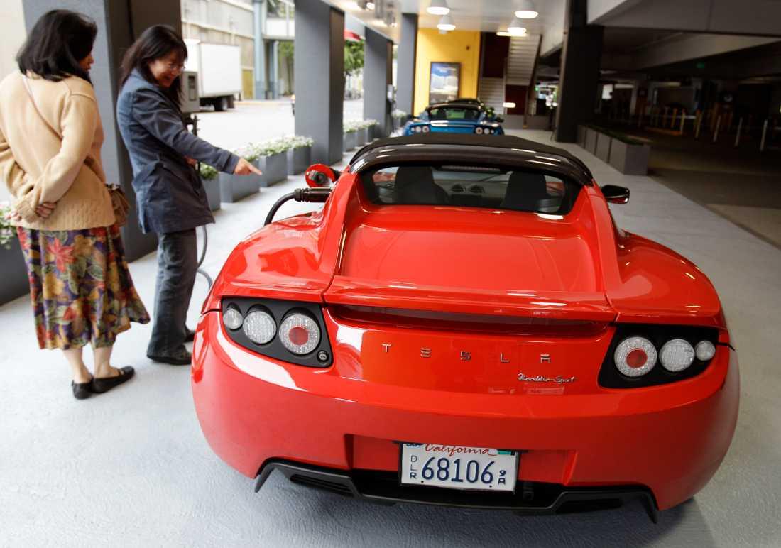 En Tesla Roadster av första generationen. Den nya kommer 2020, har Elon Musk nu sagt.