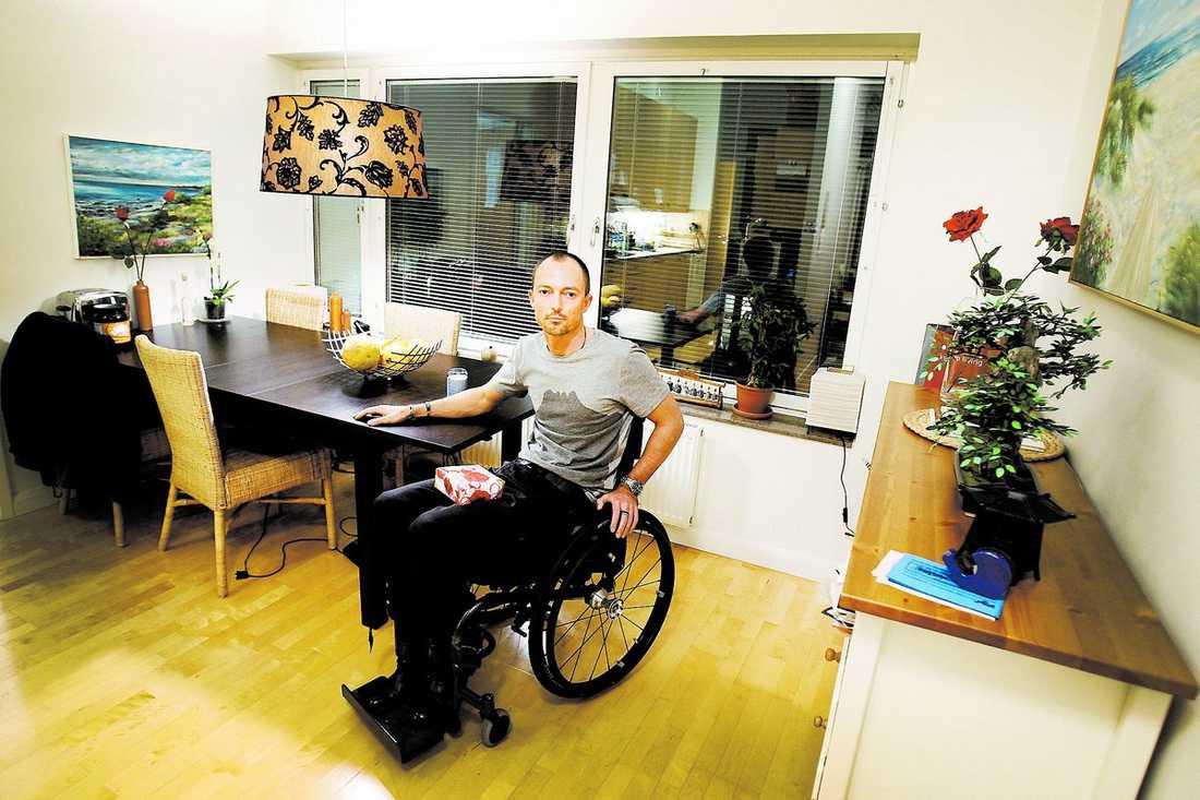 Hemskickad Peter Cederholm, 39, hade ringt i förväg och fått besked om att det inte skulle vara några problem att ta sig av och på tåget.