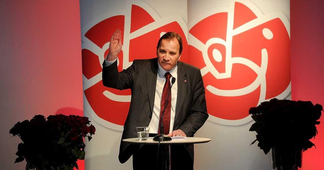 """PREMIÄRTALADE I Stefan Löfvens första tal som Socialdemokraternas partiledare tog han upp kampen mot Fredrik Reinfeldt. """"Fler jobb är Sveriges absolut största tillgång och det kommer att vara min viktigaste prioritering"""", sa han."""