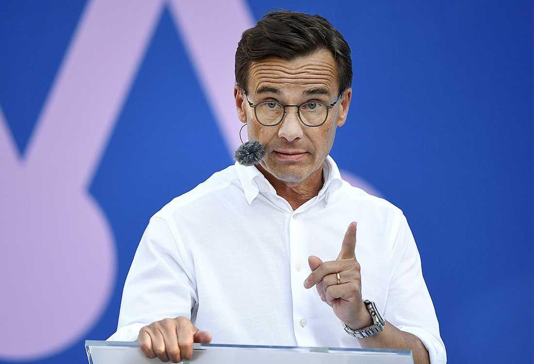 Ulf Kristersson (M) vill utreda ett förbud mot slöja i förskola och grundskola.