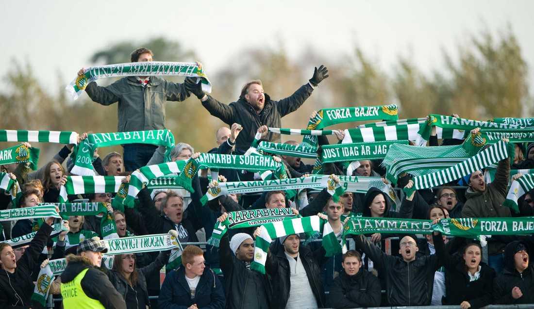 """""""Köper årskort på nya arenan"""" Den pensionerade Hammarby-supportern vann 1,1 miljoner på Lotto i lördags. Nu avslöjar han att han tänker se sitt favoritlag i fotboll för en del av vinsten."""