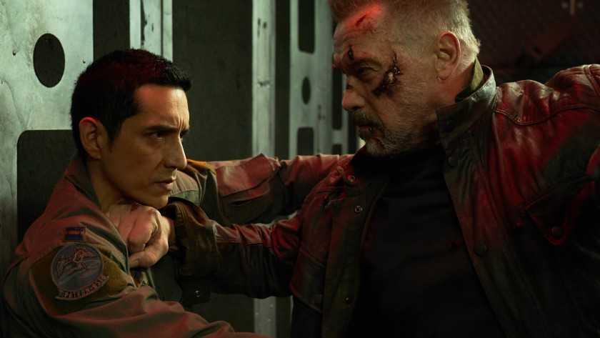 "Gabriel Luna och Arnold Schwarzenegger i ""Terminator: Dark fate""."