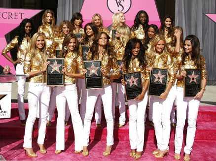 Dagen före visningen fick Victorias Secret en egen stjärna på Hollywood Walk of Fame.