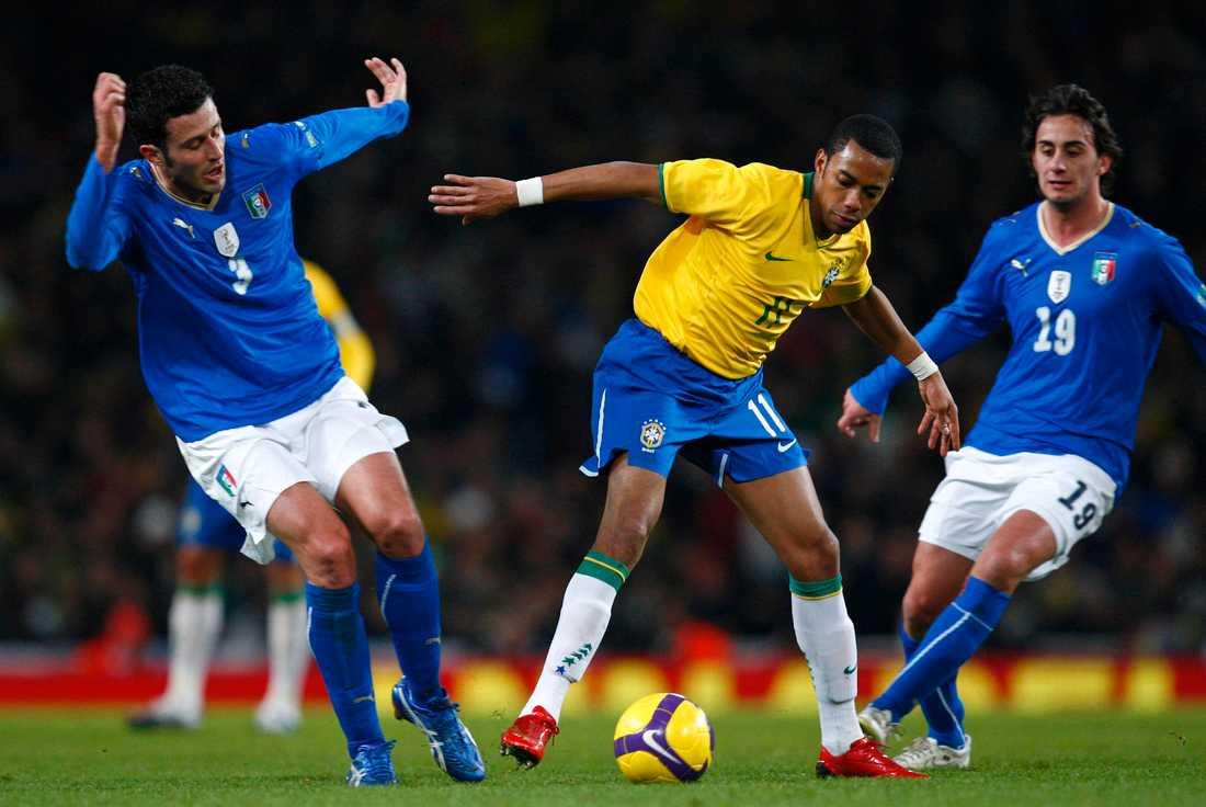 Robinho lekte med italienska försvaret.