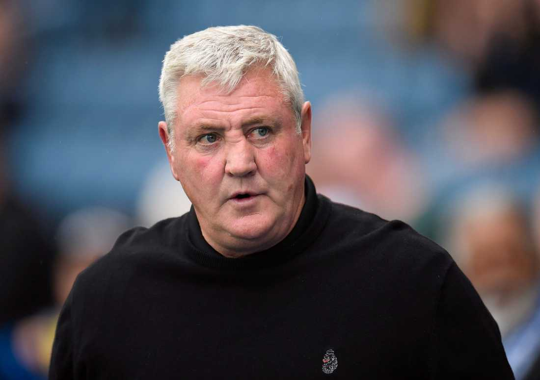 Steve Bruce chansar med Newcastles senaste tillskott.