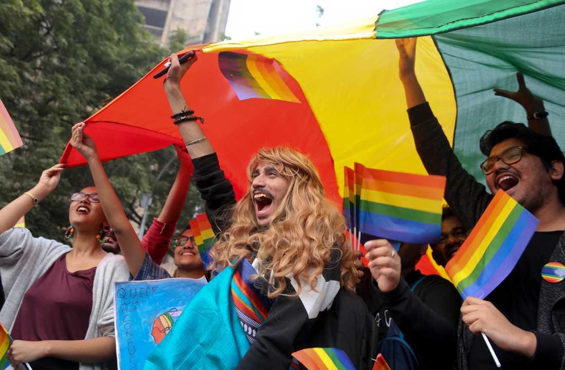 Deltagare vid en Pride-parad i New Delhi i fjol. Arkivbild.