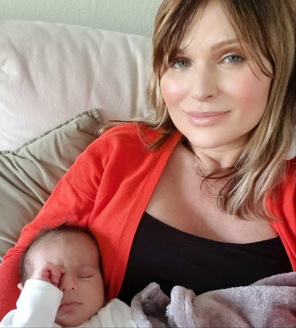 Irina med sin son.
