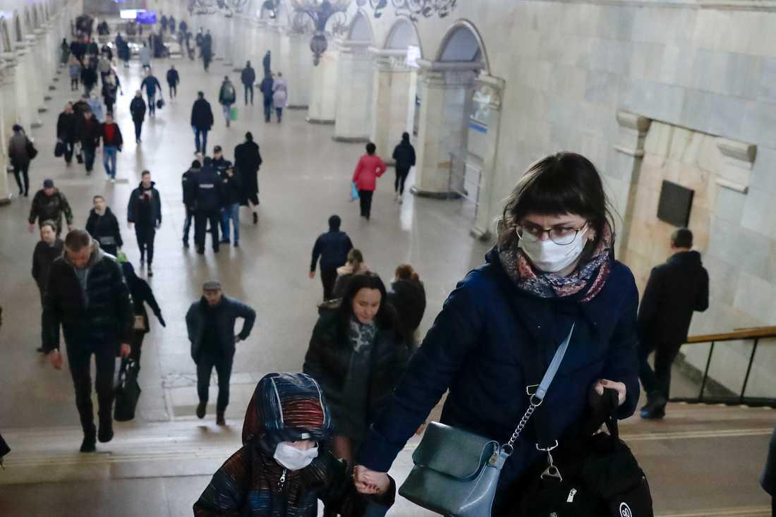 Virusrädsla i tunnelbanan i Rysslands huvudstad Moskva.