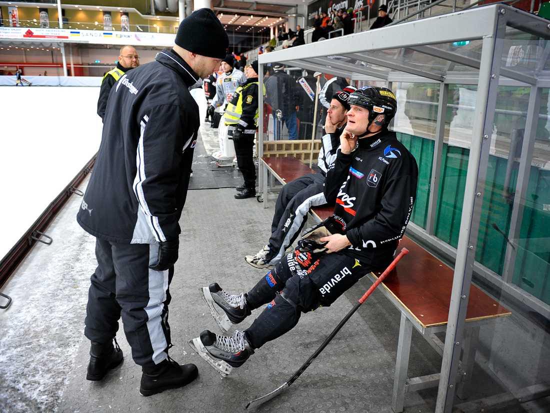 I samspråk med Johan Tornberg, hockeyprofilen som tränade Tillberga 2010.