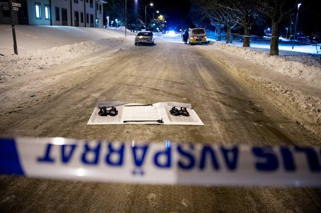 Polisen arbetade med att säkra bevis under natten mot lördagen.