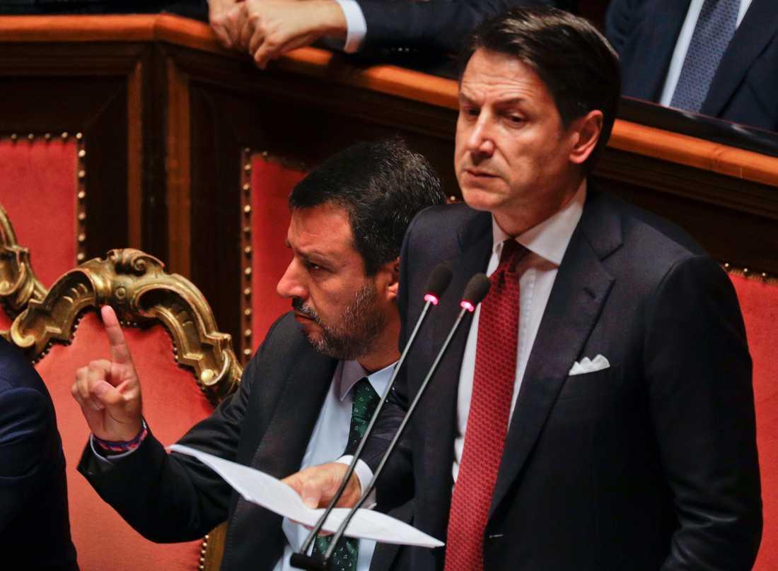 Giuseppe Conte avgår som Italiens premiärminister.