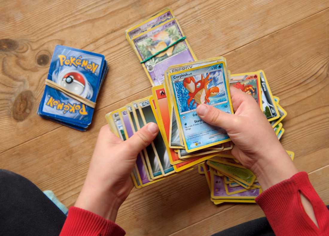 Det kan finnas flera goda skäl att gå igenom lådan med samlarkort så som pokémon. Arkivbild.