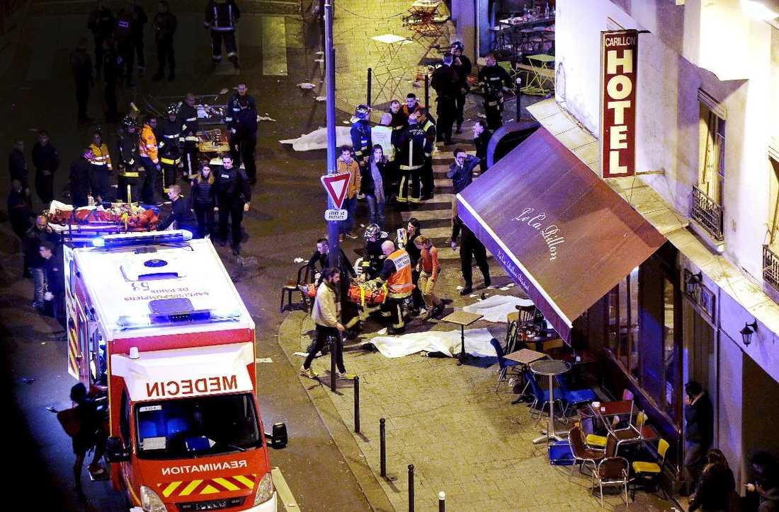 129 människor dödades i terrorattacker på sex olika platser i Paris. Salah Abdeslam, 26, jagas misstänkt för inblandning i dåden och är internationellt efterlyst.