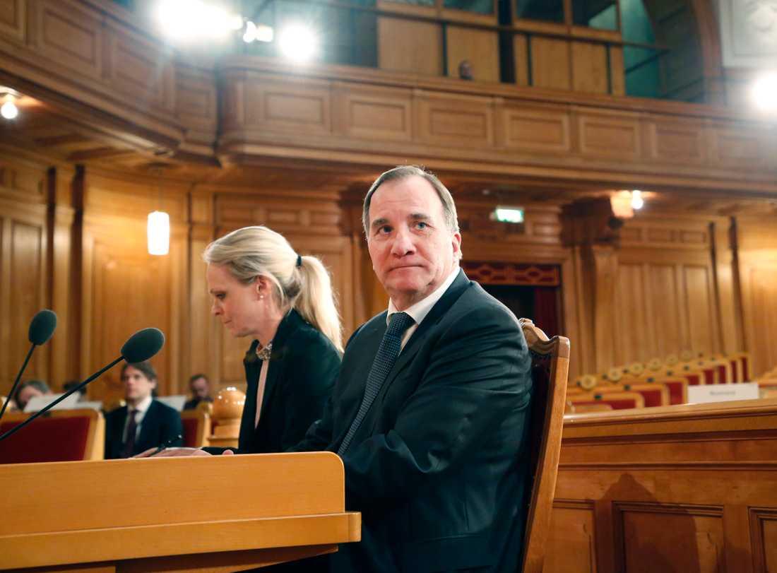 Konstitutionsutskottet frågar ut statsminister Stefan Löfven (S) om it-skandalen i Transportstyrelsen.
