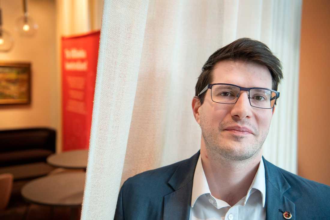 Balázs Bábel, internationell sekreterare i det ungerska metallfacket Vasas, på besök i Sverige för att delta vid seminarium om hur Fidesz har förändrat möjligheterna för fackförbunden att verka.