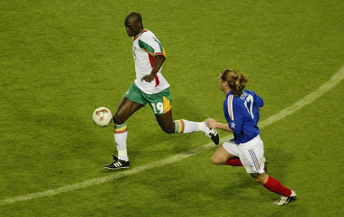 Papa Bouba Diop gjorde Senegals första VM-mål någonsin, mot Frankrike i öppningsmatchen 2002.