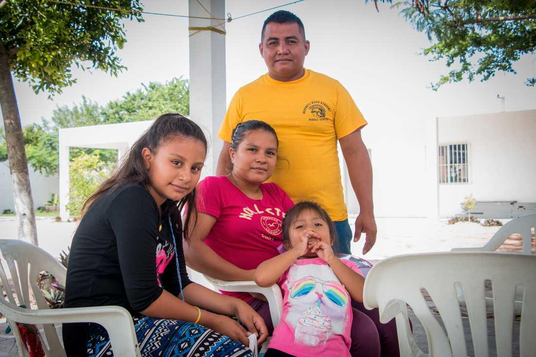 Ana, 32, och Edgar, 29, bestämde sig för att lämna Guatemala för att kunna ge döttrarna Angy, 11, och Ashly, 4, en bättre framtid och säkrare tillvaro. Nu har de väntat i en månad vid Mexikos norra träns, på att få en tid för att kunna ansöka om asyl i USA.