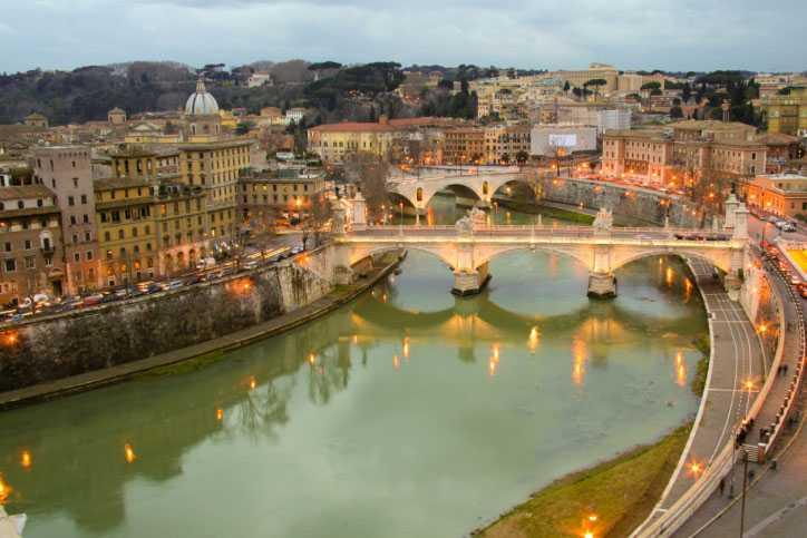 Rom En av de populäraste städerna att resa till i påsk.