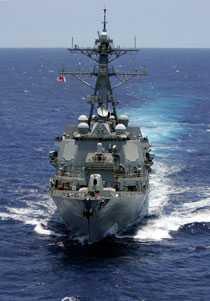 Det amerikanska krigsfartyget USS Howard har deltagit i jakten på det kapade ukrainska fartyget som innehåller pansarvagnar och ammunition.