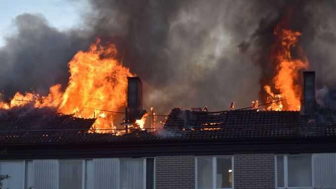 Boende i huset har evakuerats.