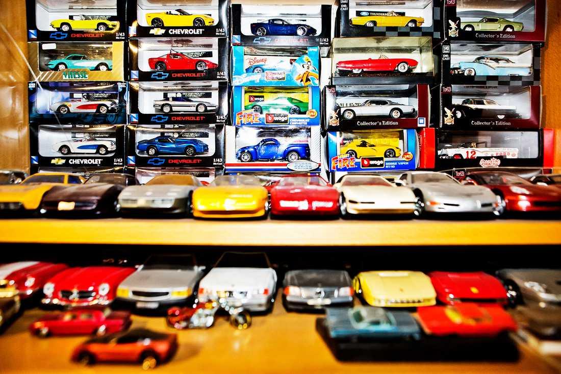 Samlingen innhåller både små och stora bilar.