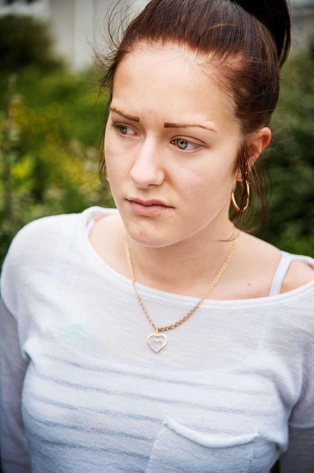 Nathalie Stolpe, 18, var en av den mördade 20-åriga kvinnans bästa vänner. De hade bestämt att de skulle träffats kommande helg för att gå på Jönköpings marknad. – Nu blir det inte så, det känns helt fruktansvärt, säger hon till Aftonbladet.