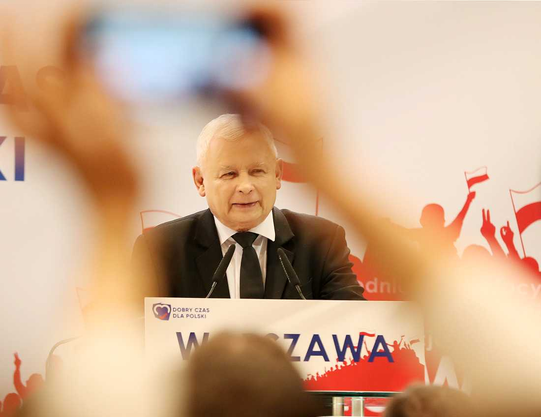 Jaroslaw Kaczynski är ledare för Lag och rättvisa, och anses vara den man som har mest makt i Polen.