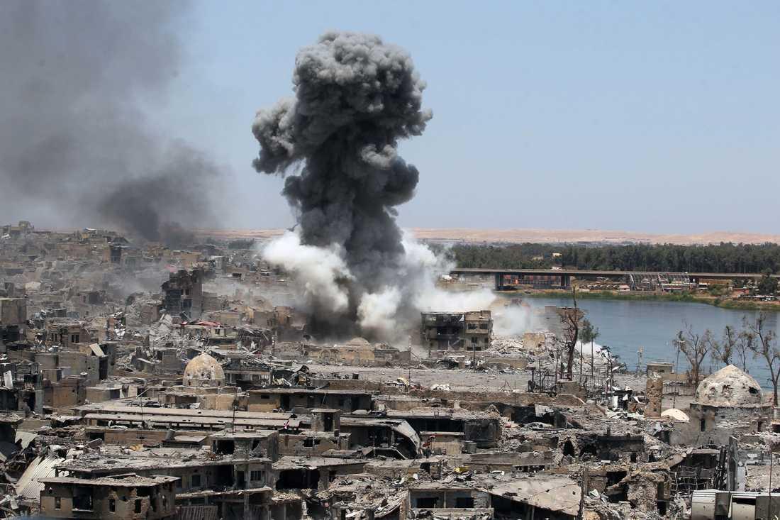 En USA-ledd flygattack under söndagen riktade in sig på de sista grupperna av IS-terrorister i Mosul.