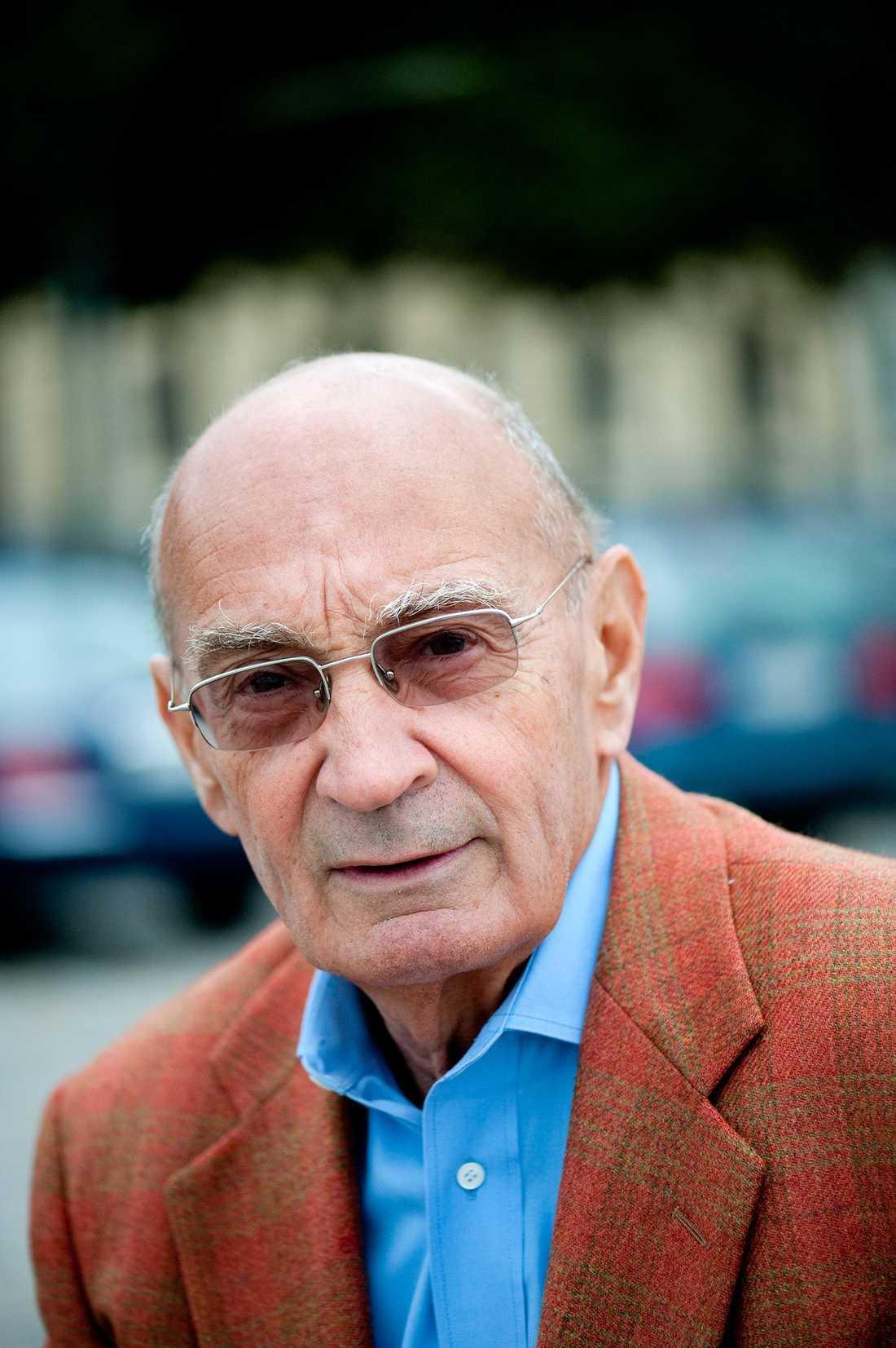 """""""Jag kommer att komma ihåg honom som revolutionens mästare. Han lyckades verkligen hålla sitt folk fånget i kommunismens bojor under många årtionden"""", säger tidigare M-ledaren Ulf Adehlson."""