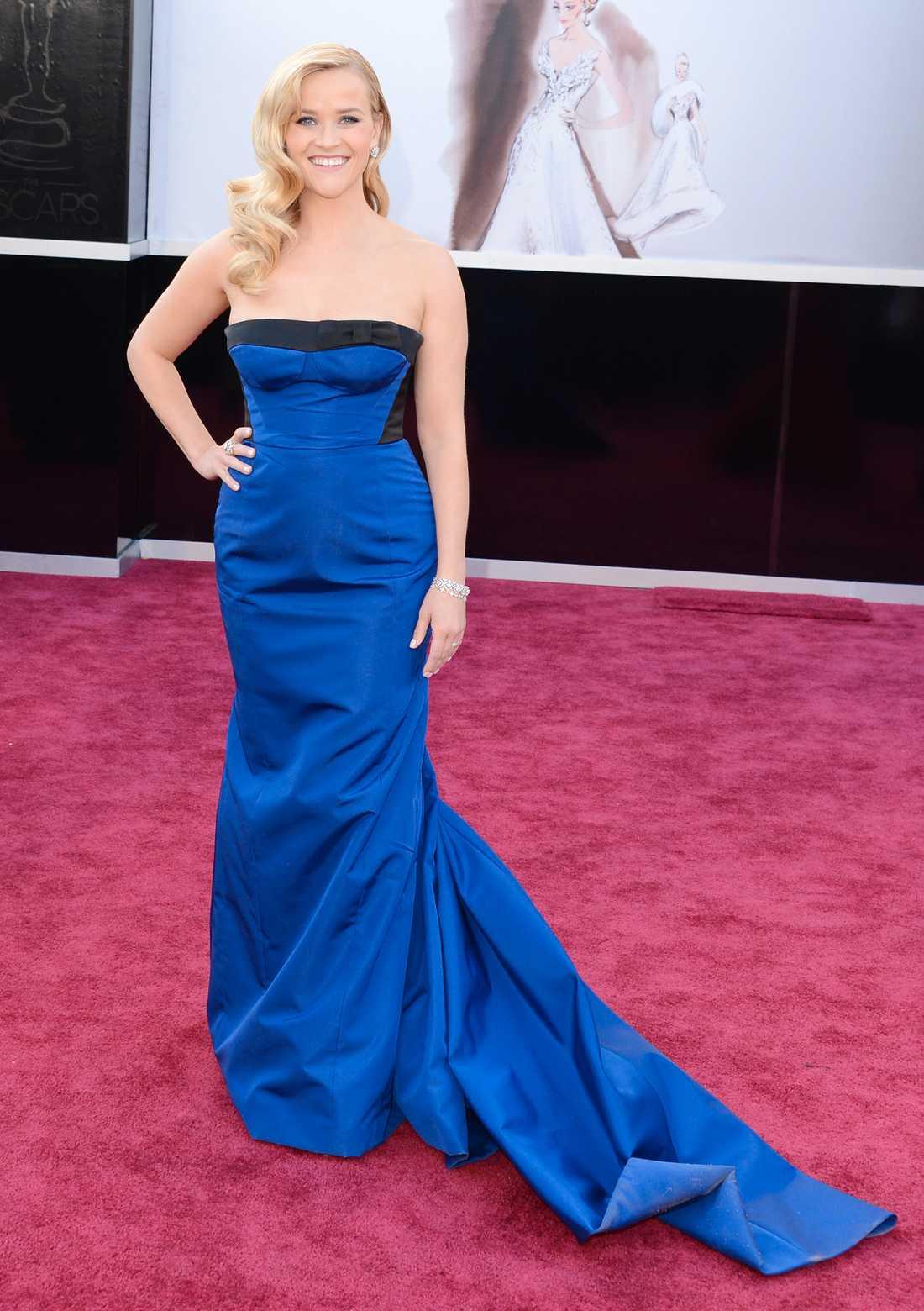 Reese Witherspoon Under hela sändningen hörde jag ooohhh och aaaahhh när det snackades om Reese och hennes Louis Vuitton-klänning. Så förväntningarna var enorma. När hon sen kom i bild blev det en klassisk: doh! Nä! För trist! 2 plus