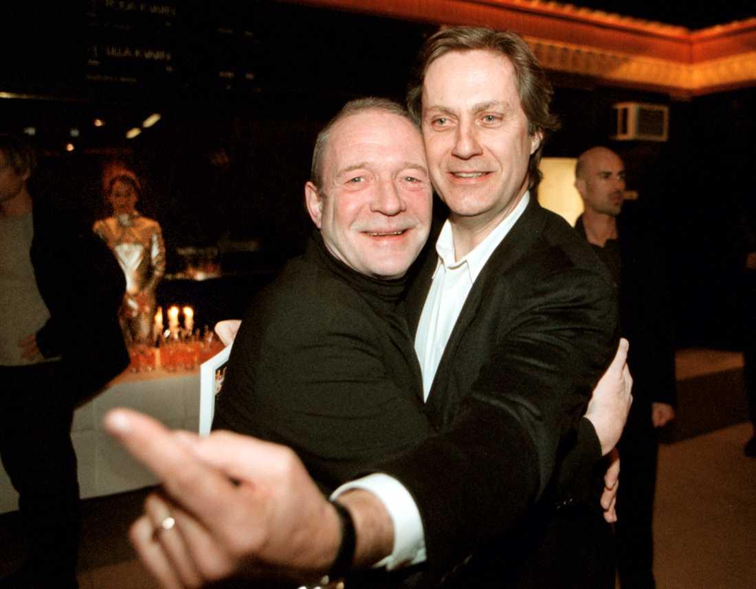 Brasse Brännström och regissören Lasse Hallström på premiären av filmen Ciderhusreglerna år 2000.