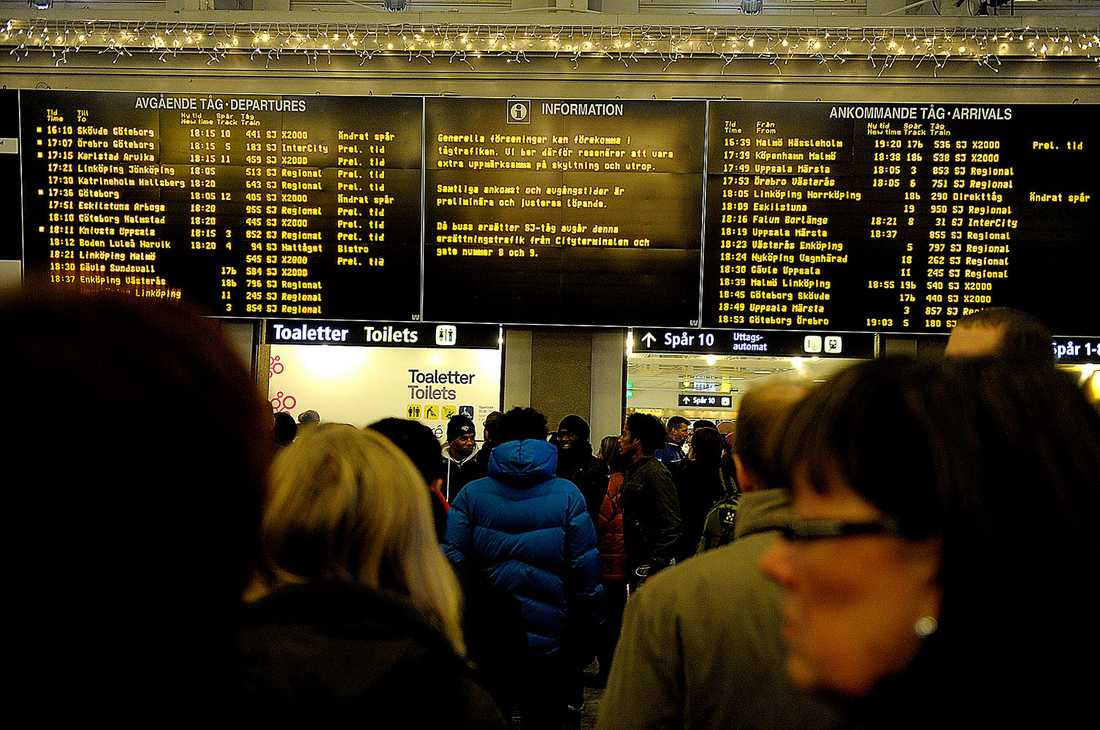 """Overkligt? Tågen är inte alls sena. I alla fall inte enligt Trafikverkets kalkyleringar. Generaldirektör Gunnar Malm är nöjd, men beklagar sig över människors """"upplevda verklighet"""". Det vill säga vreden över försenade tåg som är i tid, enligt hans beräkningar."""