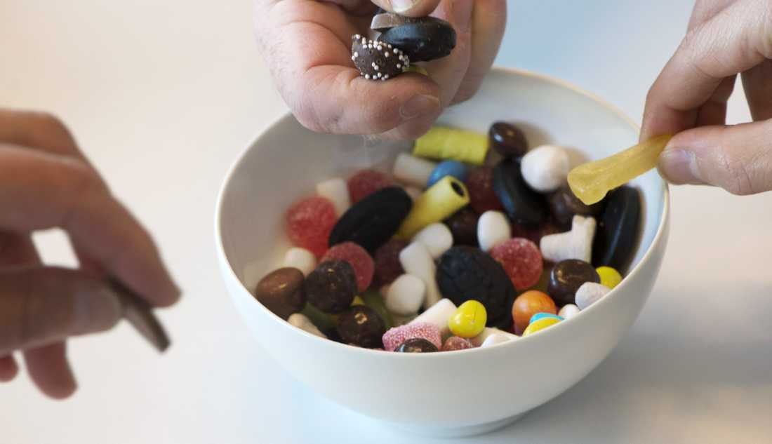 Är det rationellt att äta godis ur en skål, om en godisbit är förgiftad?