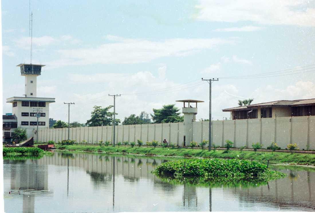 Fängelset Klong Prem i Bangkok, där Eriksson Sirawan suttit fängslad innan han utlämnades till Sverige. Fängelset har den högsta säkerhetsstandarden enligt thailändska mått.