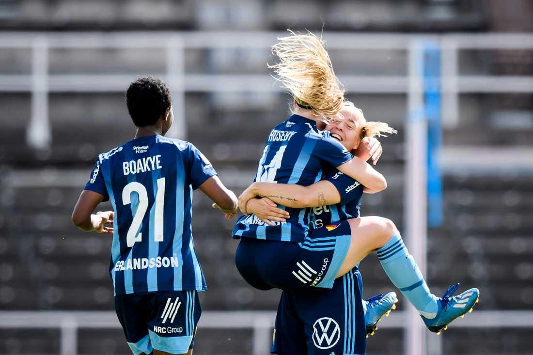 Djurgårdens Fanny Lång firar frisparksmålet mot Kristianstad.